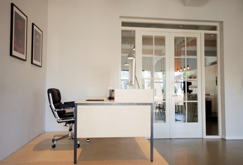 Houtwerff · bureau op maat gemaakt van staal en hout · meubelmaker