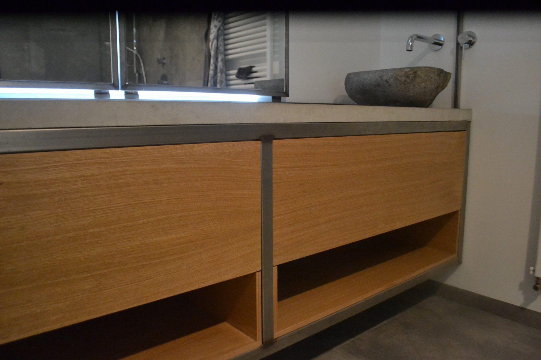 Houtwerff interieurbouw · badkamermeubel van hout en staal