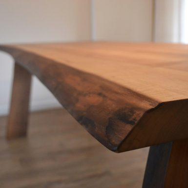 Handgemaakte tafel #Meubelmaker #Eindhoven #meubelmakerij #interieur #meubelsopmaat #DutchDesignWeek #meubelsopmaat #Handgemaakt #Notenhout #Tafelopmaat