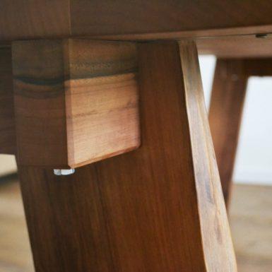 Massief houten tafel op maat #Meubelmaker #Eindhoven #meubelmakerij #interieur #meubelsopmaat #DutchDesignWeek #meubelsopmaat #Handgemaakt #Notenhout #Tafelopmaat