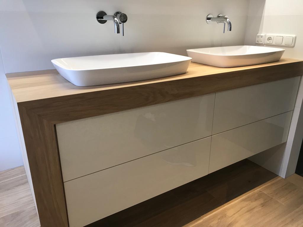Badkamermeubel van hout · houtwerff meubelmakerij